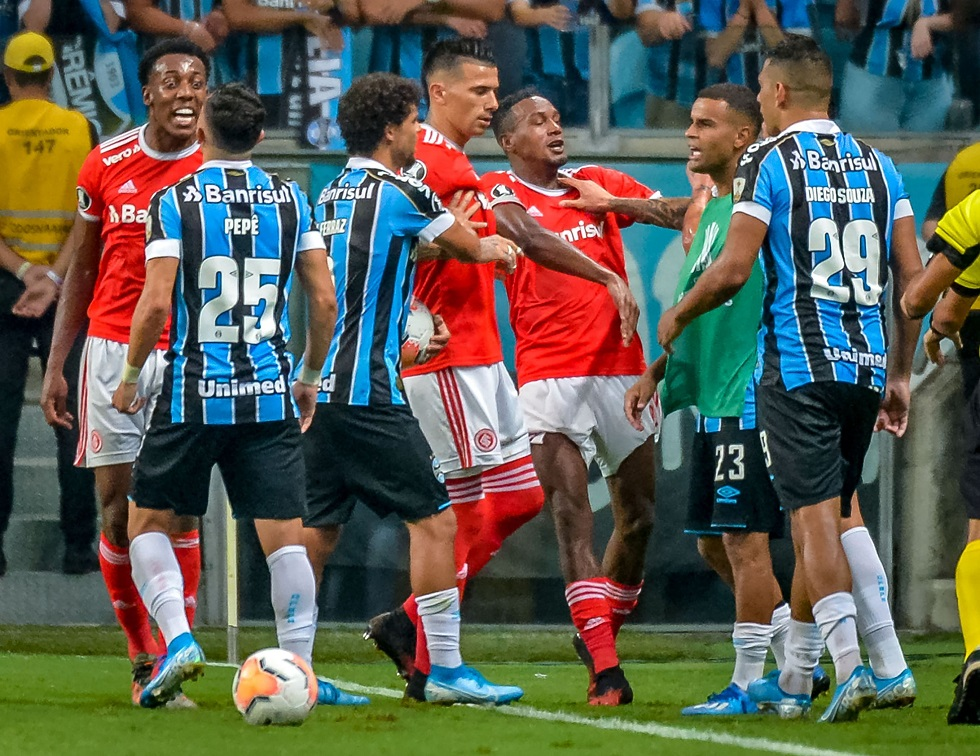 Brazil's Internacional and Brazil's Gremio players take part in a brawl during their 2020 Copa Libertadores match at the Arena do Grêmio, in Porto Alegre, Brazil, on March 12, 2020. / AFP / SILVIO AVILA