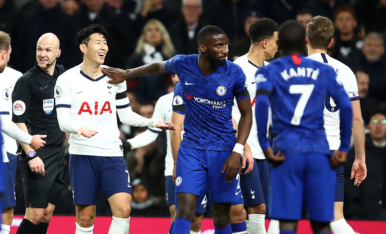 LONDON, ENGLAND - DECEMBER 22: Heung-Min Son of Tottenham Hotspur is shown a red card by Anthony Taylor during the Premier League match between Tottenham Hotspur and Chelsea FC at Tottenham Hotspur Stadium on December 22, 2019 in London, United Kingdom. (Photo by Julian Finney/Getty Images)