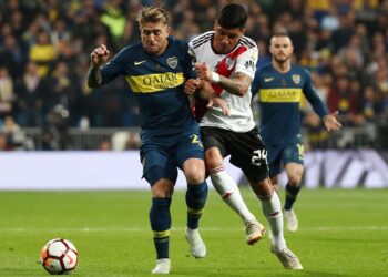 Soccer Football - Copa Libertadores Final - Second Leg - River Plate v Boca Juniors - Santiago Bernabeu, Madrid, Spain - December 9, 2018 Boca Juniors' Julio Buffarini in action with River Plate's Enzo Perez REUTERS/Sergio Perez