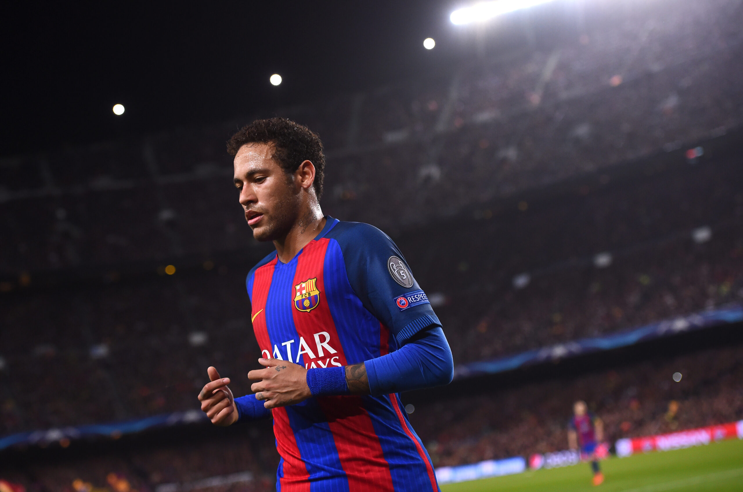 Barcelona's Brazilian forward Neymar leaves the pitch at the end of first half during the UEFA Champions League round of 16 second leg football match FC Barcelona vs Paris Saint-Germain FC at the Camp Nou stadium in Barcelona on March 8, 2017. / AFP PHOTO / Josep Lago