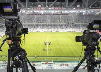 Curitiba, 15/02/2017 - Jogo Atlético paranaense x Capiata no estadio Arena da baixada valido pela copa Libertadores da America 2017. Cameras de tv fazem a transmissao do jogo