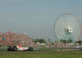 SUZUKA, JAPAN - OCTOBER 10: Jenson Button of Great Britain and BAR in action during the Japanese Grand Prix at Suzuka Circuit on October 10, 2004 in Suzuka, Japan. (Photo by Clive Rose/Getty Images)