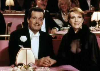 VICTOR/VICTORIA, James Garner, Julie Andrews, 1982